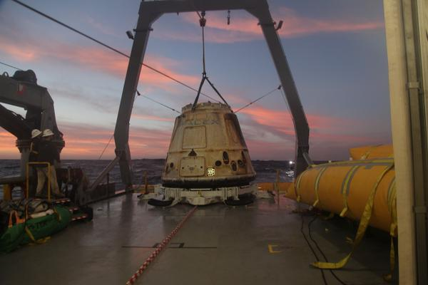 The Dragon spacecraft lifted on SpaceX ship finishing its CRS-5 mission (Photo courtesy SpaceX / Elon Musk. All rights reserved)