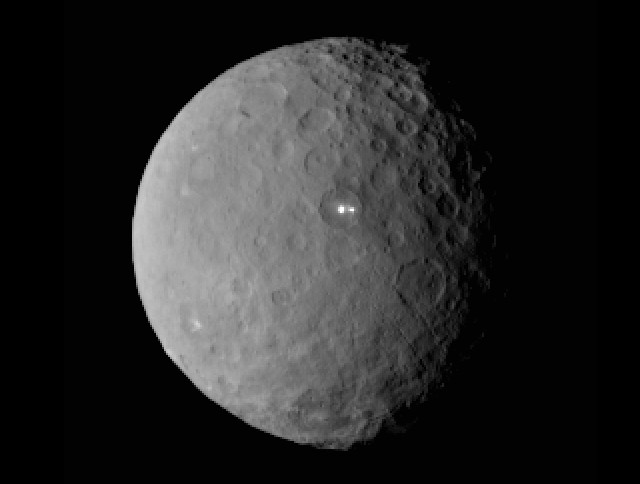 Picture of the dwarf planet Ceres taken by the Dawn space probe (Image NASA/JPL-Caltech/UCLA/MPS/DLR/IDA)