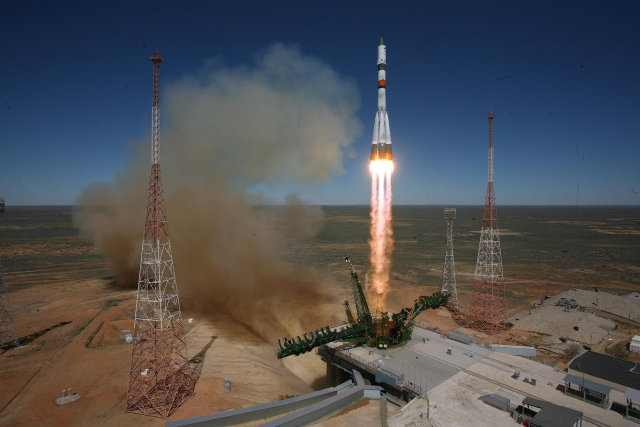 The Progress M-27M cargo spacecraft blasting off atop a Soyuz 2-1A rocket (Photo courtesy TsENKI. All rights reserved)