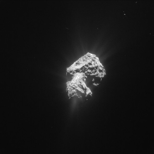 Picture of the comet 67P/Churyumov-Gerasimenko taken by the Rosetta space probe on May 20, 2015 that shows gas jets coming from its nucleus (Photo ESA/Rosetta/NavCam)