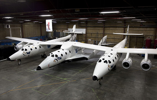 The spaceplane SpaceShipTwo connnected to its mothership White Knight Two