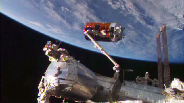The Japanese space cargo ship HTV-5 Kounotori captured by the International Space Station's robotic arm (Image NASA TV)
