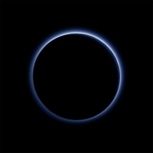 Pluto's blue sky (ImageNASA/JHUAPL/SwRI)