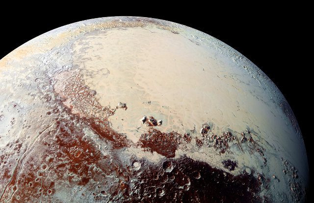 High-resolution picture of Pluto. In the upper right a part of the heart-shaped area (Photo NASA/JHUAPL/SwRI)