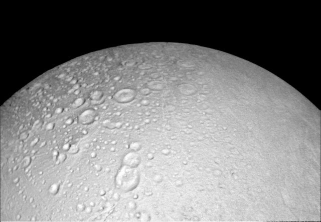 The area around Enceladus north pole with its many craters photographed by the Cassini space probe (Photo NASA/JPL-Caltech/Space Science Institute)