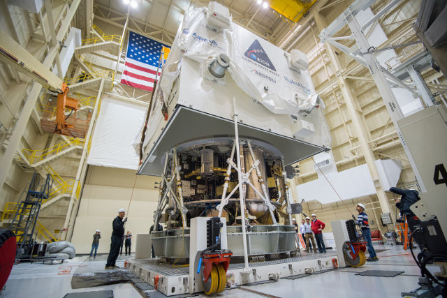The Orions spacecraft's service module built by ESA moved in the USA (Photo NASA)