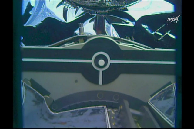 Close-up of the Canadarm2 robotic arm capturing the Cygnus spacecraft (Image NASA TV)
