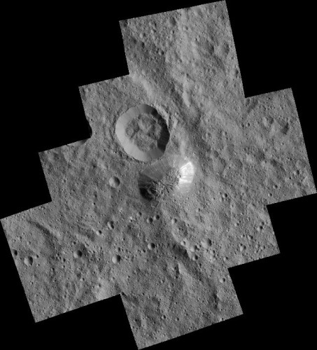 The area around Ahuna Mons on Ceres photographed by the Dawn space probe (Image NASA/JPL-Caltech/UCLA/MPS/DLR/IDA)