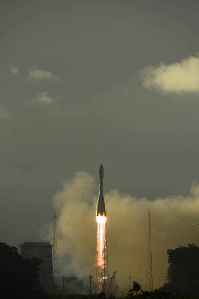 The Sentinel-1B satellite blasting off atop a Soyuz-STA rocket (Photo ESA–Manuel Pedoussaut)