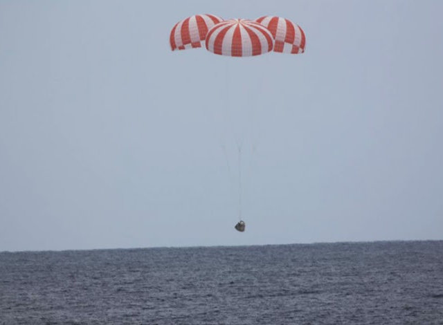 The Dragon space cargo ship about to splash down (Photo courtesy SpaceX)