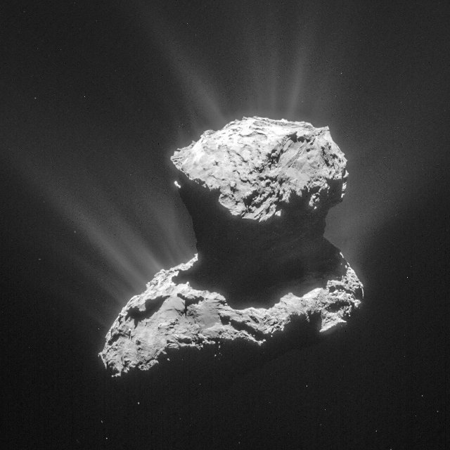 The comet 67P/Churyumov-Gerasimenko photographed on March 25, 2015, one of the moments of the organic molecules detections (Photo ESA/Rosetta/NavCam – CC BY-SA IGO 3.0)