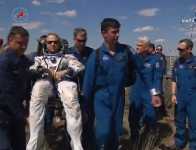 Tim Kopra assisted by the staff after his landing (Image NASA TV)