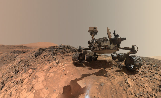 The Mars Rover Curiosity in the area of the Buckskin rock (Photo NASA/JPL-Caltech/MSSS)