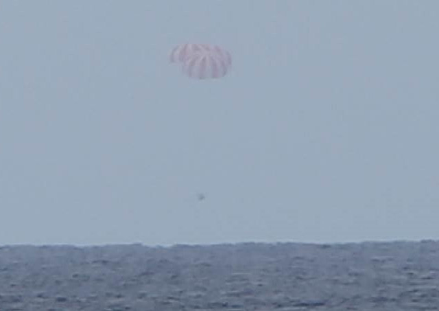 SpaceX Dragon cargo spacecraft about to splash down (Image courtesy SpaceX)