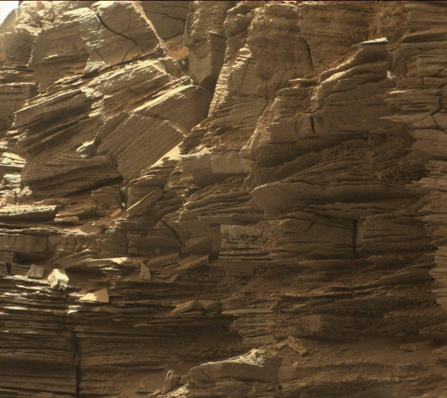 Closeup of layered rocks within the Murray Buttes (Image NASA/JPL-Caltech/MSSS)