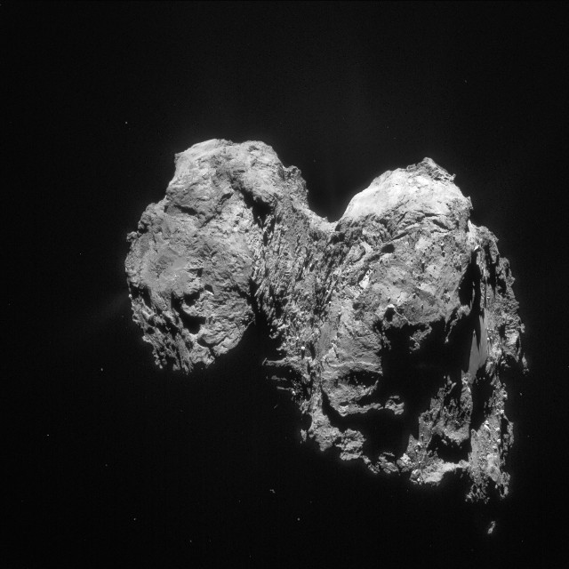 The comet 67P/Churyumov-Gerasimenko with its two-lobed shape (Photo ESA/Rosetta/NAVCAM)