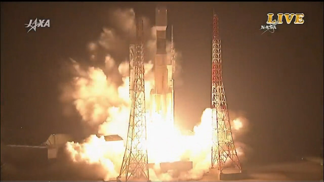 The HTV-6 cargo spacecraft blasting off atop a H-IIB rocket (Image NASA TV / JAXA)