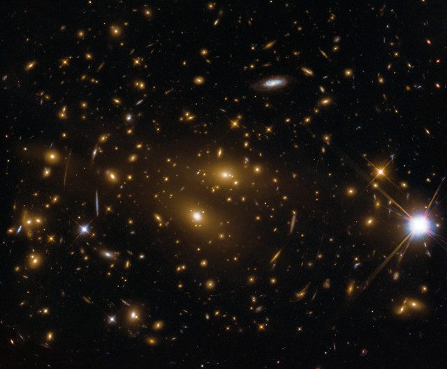 RX J1347.5-1145 galaxy cluster seen by Hubble only (Image ESA/Hubble, NASA)