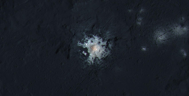 The great bright spot at the center of Occator crater (Image NASA/JPL-Caltech/UCLA/MPS/DLR/IDA/PSI/LPI)