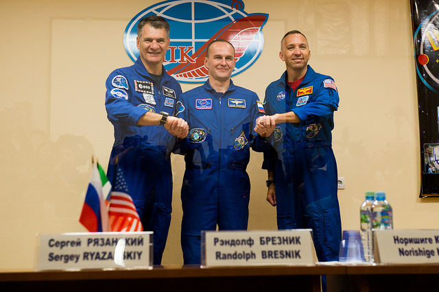 Paolo Nespoli, Randy Bresnik and Sergey Ryazanski at a press conference (Photo ESA–Manuel Pedoussaut)