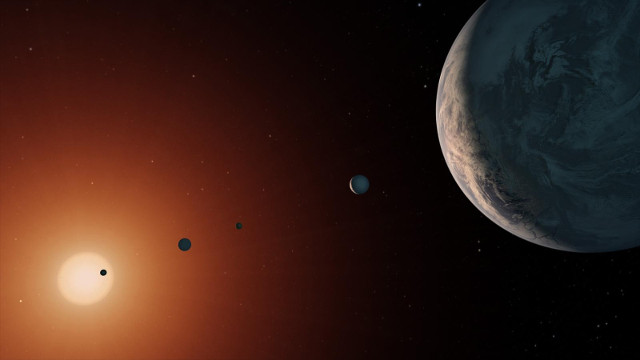 Artist's concept of the the TRAPPIST-1 system seen from an area near TRAPPIST-1f (Image NASA/JPL-Caltech)
