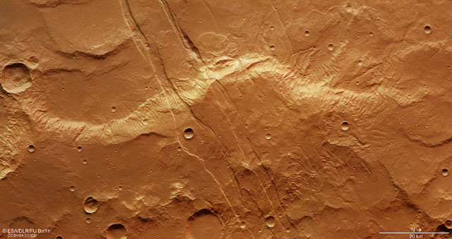 Fractures in the Sirenum Fossae (Image ESA/DLR/FU Berlin, CC BY-SA 3.0 IGO)