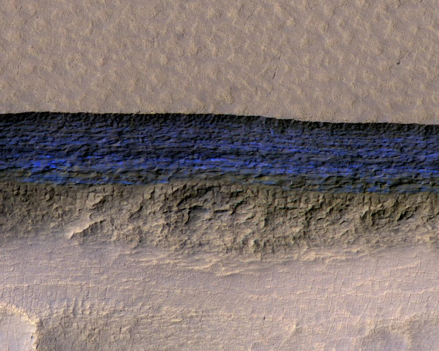 Underground ice exposed at the steep slope that appears bright blue in this enhanced-color view (Image NASA/JPL-Caltech/UA/USGS)