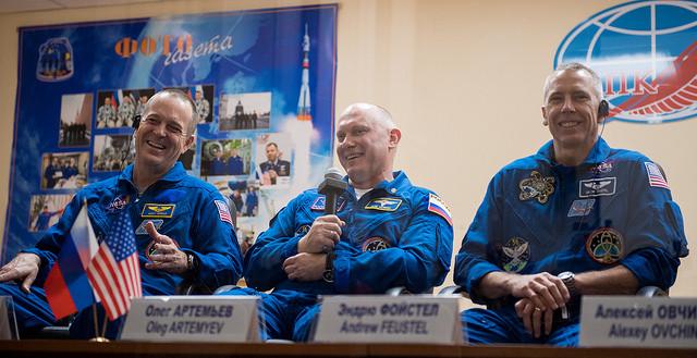 Ricky Arnold, Oleg Artemyev and Drew Feustel (Photo NASA/Joel Kowsky)