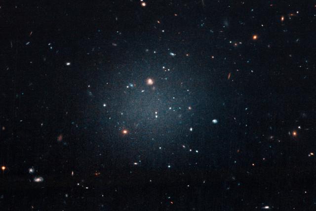 The galaxy NGC 1052-DF2 (Image NASA, ESA, and P. van Dokkum (Yale University))