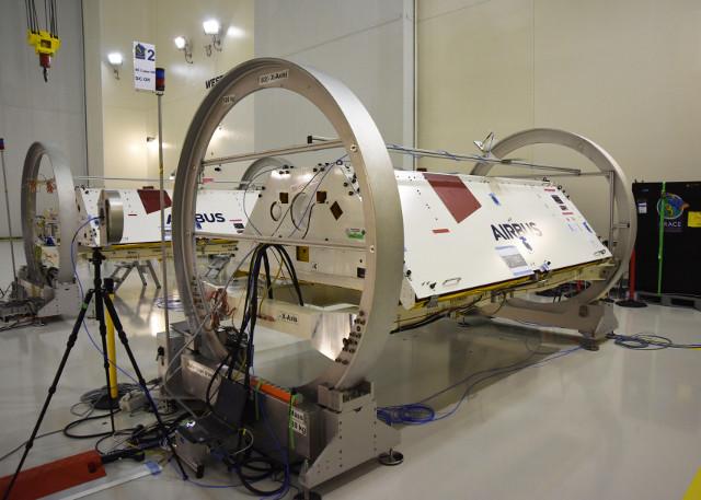 The GRACE-FO satellites during their preparation (Photo NASA/JPL-Caltech/USAF)