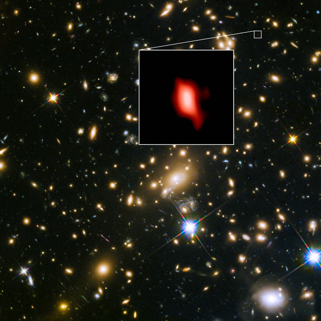 The galaxy cluster MACS J1149.5+2223 and in the inset the galaxy MACS1149-JD1