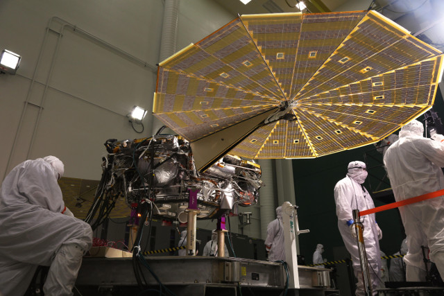 InSight durint preparations (Photo courtesy Lockheed Martin Space. All rights reserved)