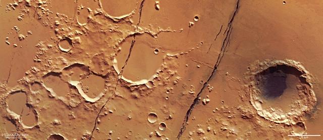 The Cerberus Fossae (Image ESA/DLR/FU Berlin, CC BY-SA 3.0 IGO)