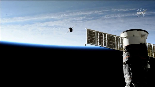 The Soyuz MS-14 spacecraft approaching the International Space Station. In the foreground the Soyuz MS-13 (Image NASA TV)