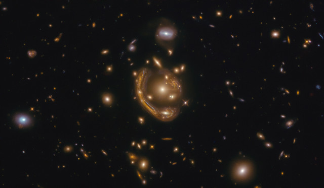 GAL-CLUS-022058s, the Molten Ring (Image ESA/Hubble & NASA, S. Jha. Acknowledgement: L. Shatz)