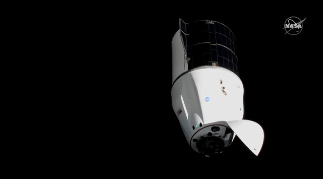 The Dragon spacecraft approaching the International Space Station (Image NASA TV)
