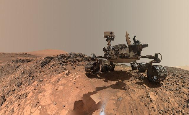The Mars Rover Curiosity in the area of the Buckskin rock (Photo NASA/JPL-Caltech/MSSS)