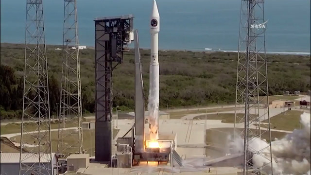The Cygnus cargo spacecraft blasting off atop an Atlas V rocket in its Orb-7 mission (Image NASA TV)