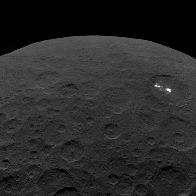 One of the last images sent by Dawn shows Occator Crater (Image NASA/JPL-Caltech/UCLA/MPS/DLR/IDA)