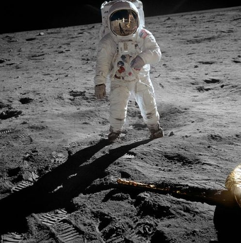 Buzz Aldrin photographed by Neil Armstrong, visible in the helmet's reflection (Photo NASA)