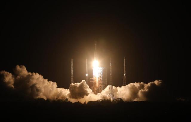 The Chinese Tianzhou-2 cargo spacecraft blasting off (Photo courtesy Xinhua/Ju Zhenhua)
